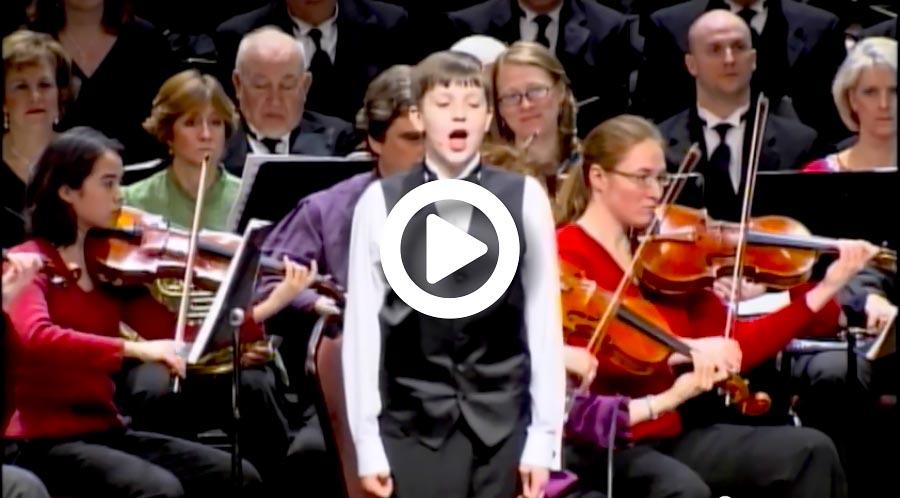 Johnny Sings 'Pie Jesu' With Orchestra