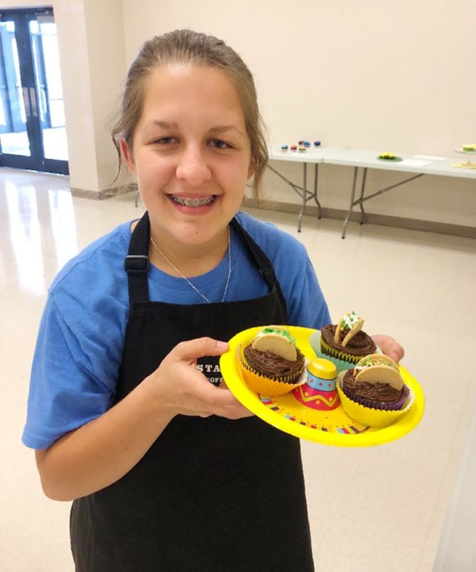 Grand Champion Isabella Victorious in Cupcake Wars